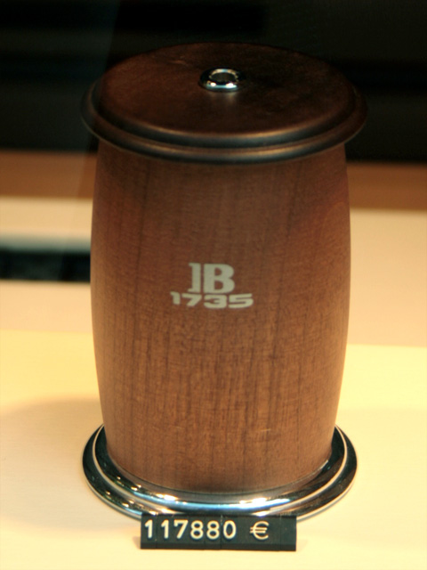 objet en bois à 117880 euros