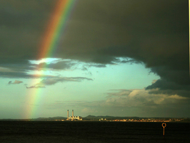 arc en ciel sur la mer